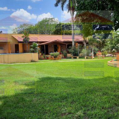 Rancho empastado con preciosa casa para vivir, a pocos kilometros de Mérida. (YA)