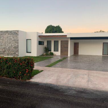 Casa en la privada Blue Cedar, carretera progreso. (YA)